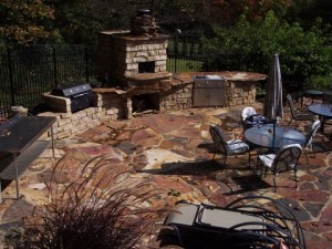 SPLIT FACE BLOCK AND NATURAL STONE SUMMER KITCHEN WITH PIZZA OVEN